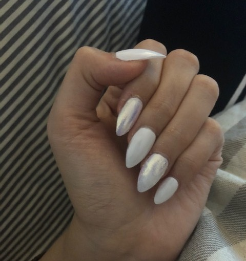 BEAUTY – NAILS – Self Nail Art of The Week 2 – White And Shiny Style